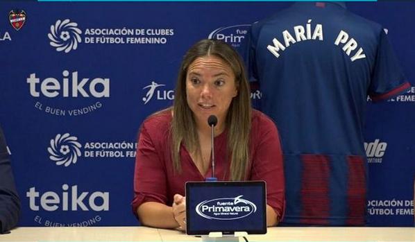 Conferencia de prensa de entrenadores en España. Imagen: Instagram María Pry @mariapry8