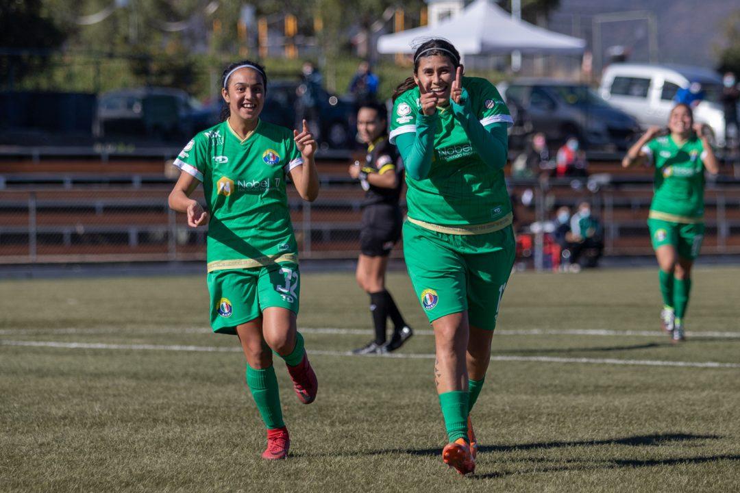 Andrea Gamboa celebrando uno de sus goles en el Campeonato Femenino Caja Los Andes. Imagen: Audax Italiano Femenino.cl