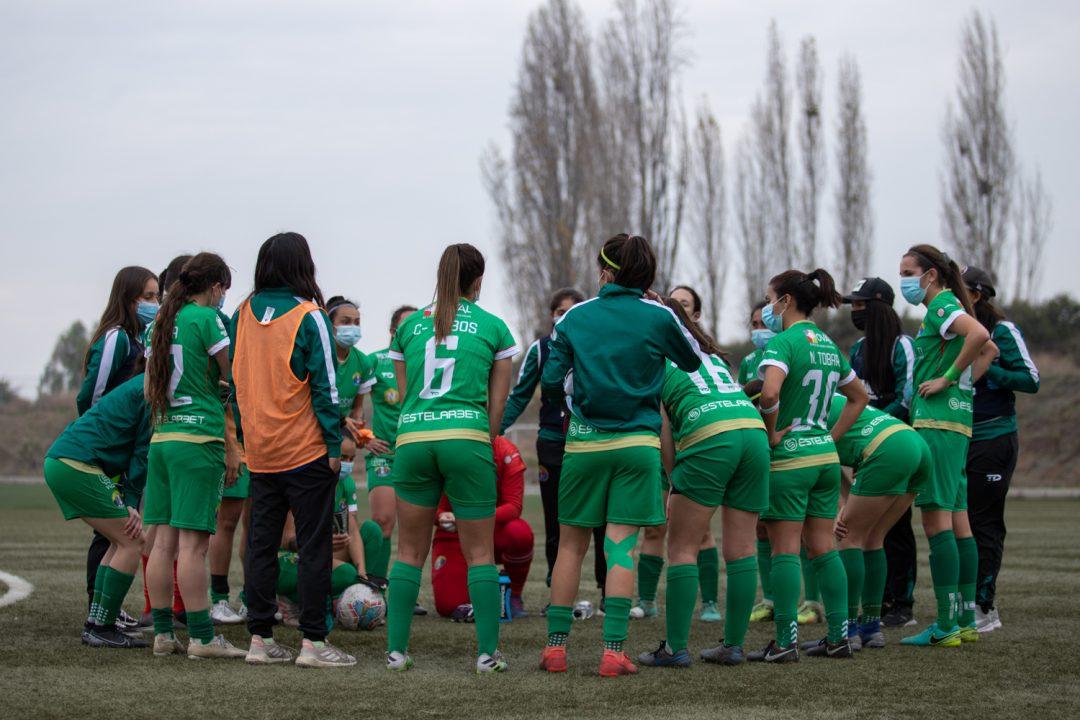 Audax Italiano antes de salir a la cancha en la Ciudad de Campeones. Imagen: Audax Italiano Femenino.cl